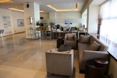 krzesło lobby hotelu tabela kanap whit Zdjęcie Royalty Free