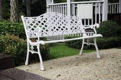 Krzesło w ogródzie. Zdjęcie Royalty Free