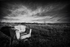 Krzesło w polu Zdjęcie Royalty Free