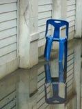 Krzesło z odbiciem na wodzie fotografia stock