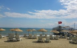krzeseł plażowych parasolki Fotografia Royalty Free