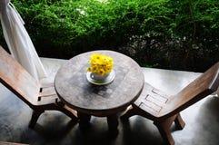 krzeseł szachy stół drewniany Zdjęcia Royalty Free