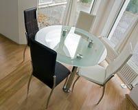 krzeseł szklany skóry stół Zdjęcie Royalty Free