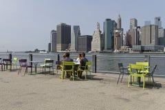 Krzeseł i Manhattan linia horyzontu Zdjęcie Royalty Free