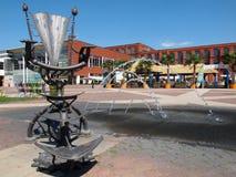 Krzesło, fontanna i plaża w starej fabryce, Obrazy Stock