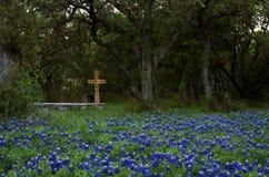 Krzyż i ławka przy wielkanocą Zdjęcia Stock
