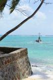 Krzyż jako Chrześcijański sanktuarium przy morzem z Seychelle Obraz Stock