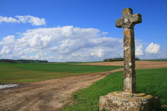 Krzyż między wioskami Frémainville i Longuesse Obraz Royalty Free