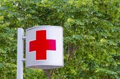 krzyż odizolowywający czerwień znaka biel Fotografia Royalty Free
