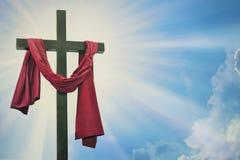 Krzyż przeciw niebu zdjęcie stock