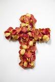 Krzyż Różani płatki Zdjęcie Royalty Free