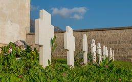 Krzyże w cmentarzu zdjęcie stock