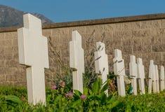 Krzyże w cmentarzu obraz stock
