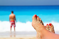 Krzyżować nogi na plaży Obraz Stock