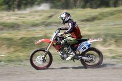 krzyżuje moto jeźdza Fotografia Stock