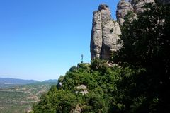 Krzyżuje na górze Montserrat, set na sposobie Święty Crypt zdjęcie stock