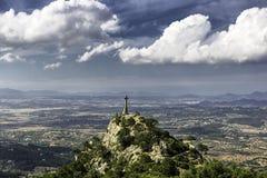 Krzyżuje przy wierzchołkiem wzgórze w Felanitx, Mallorca, Hiszpania fotografia royalty free