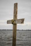 Krzyż na jeziorze Obrazy Stock