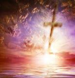 Krzyż przeciw niebu Zdjęcia Stock