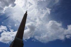 Krzyż up w niebie Zdjęcie Royalty Free