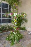 Krzyż Zakrywający W kwiatach Zdjęcia Stock