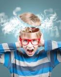 Krzycząca chłopiec z rozpieczętowaną głową Zdjęcia Royalty Free