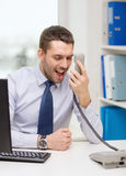 Krzyczący biznesmen lub uczeń z komputerem Zdjęcia Royalty Free