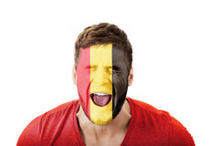 Krzyczący mężczyzna z Belgia flaga na twarzy Obrazy Royalty Free