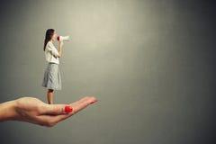 krzycząca megafon kobieta Zdjęcie Royalty Free