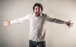 Krzyczący mężczyzna z rozpieczętowanymi rękami Zdjęcie Stock