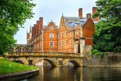 Krzywka kanał przy uniwersytet w cambridge obraz royalty free