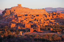 Ksar av Ait-Ben-Haddou på soluppgång, Marocko Arkivbilder