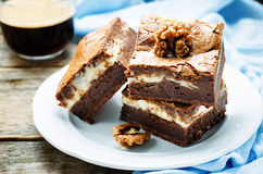 Käse des Schokoladenkuchens mit Sahne Stockbild