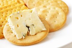 Käse und Biskuite Stockfotos