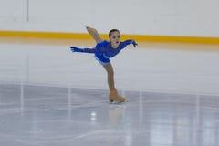Kseniya Medvedeva du Belarus exécute le programme de patinage gratuit de filles argentées de la classe III Images libres de droits