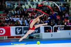 Kseniya Moustafaeva presteert met lint Stock Fotografie