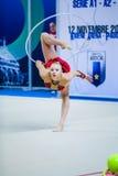 Kseniya Moustafaeva presteert met lint Stock Foto