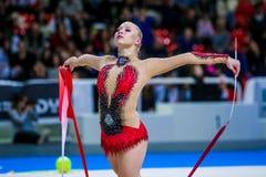 Kseniya Moustafaeva presteert met lint Stock Foto's