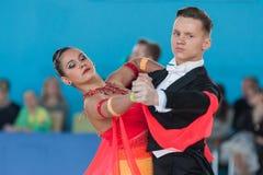 Ksenzhik Pavel и Stanislavchik Mariya выполняют программу стандарта Youth-2 Стоковые Изображения