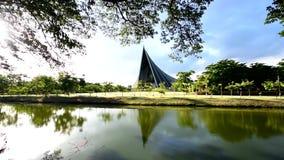 Książe Mahidol Hall budynek Mahidol uniwersytet z odbiciami zdjęcie wideo