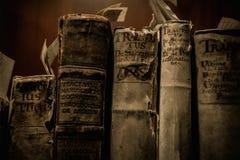 książek target1854_1_ odizolowywam nad ścieżki rocznika biel Zdjęcie Royalty Free