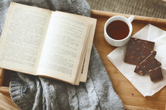 Książka i pulower fotografia stock