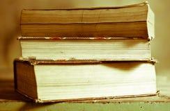 książka na żółtym tle obraz royalty free