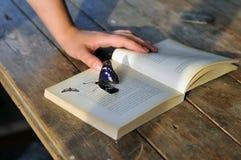 Książka na drewnianym stole Obraz Royalty Free