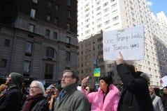 Książka Nie pistolety, edukaci finansowanie, kontrola broni palnej, Marzec dla Nasz żyć, protest, NYC, NY, usa Obraz Royalty Free