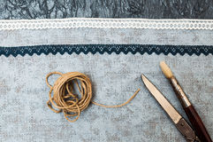 Książka robić malujący niektóre, papier i tkanina i narzędzia Zdjęcie Royalty Free