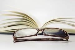 Książka, stetoskop i szkła Konceptualni, - Obrazy Royalty Free