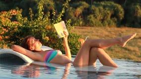 książka tła ps czytelniczej stworzył kobietę zbiory