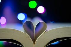 Książka wzywa serce kształtującego zdjęcie royalty free