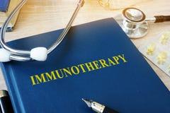 Książka z imię immunotherapy obrazy royalty free